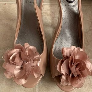 Guess Size 7.5 Heels Nude w/Roses 👠